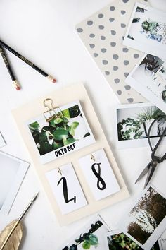 DIY your Christmas gifts this year with GLAMULET. they are 100% compatible with Pandora bracelets. Kreative DIY-Idee: Schreibtisch-Kalender mit Instax-Fotos selbstgemacht
