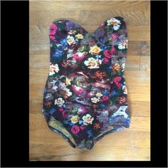 Heart shaped bodysuit Heart shaped floral bodysuit Urban Outfitters Tops