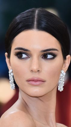 33 trendy makeup kylie jenner beauty tips Ojos Kendall Jenner, Maquillage Kendall Jenner, Kendall Jenner Make Up, Kylie Jenner Beauty Tips, Kylie Jenner Makeup, Kylie Jenner Face, Bridal Makeup, Wedding Makeup, Looks Kim Kardashian