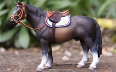 Schleich Horses Stable, Clydesdale Horses, Barrel Racing Saddles, Barrel Racing Horses, Horse Tack Rooms, Horse Stables, Miniature Horse Tack, Dressage, Bryer Horses