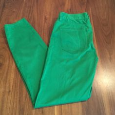 """Madewell Skinny Skinny Colorpop Jeans Vibrant Kelly green skinny jeans. Our superslim and super-stretchy fit, flatteringly cropped at the ankle. •Sit at hip. •Fitted through hip and thigh, with a slim leg. •27 1/2"""" inseam. •97% cotton/3% spandex. Madewell Jeans Ankle & Cropped"""