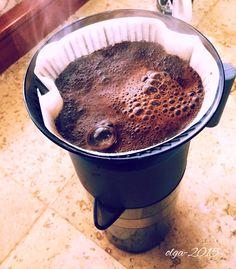 """""""Quiero hablar sobre el frío: el frío es bueno para tomar café, para acostarse, para hacer el amor, para que nos digan """"tienes las manos frías"""", para fumar y para no salir del cuarto.""""      - Jaime Sabines"""
