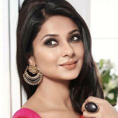 Some Lesser Known Facts About Jennifer Winget Does Jennifer Winget drink alcohol?: Yes Jennifer was born to a Marathi Christian father and Punjabi Hindu mo Jennifer Winget Beyhadh, Indian Bridal Makeup, Cute Girl Face, Looking Gorgeous, Beautiful, Just Girl Things, Indian Celebrities, Stylish Girl, Bollywood Actress