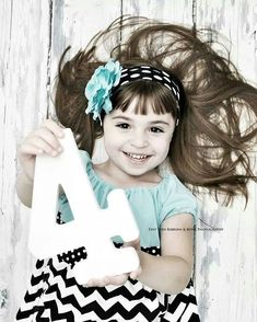 New birthday pictures cards photo ideas ideas Little Girl Photography, Toddler Photography, Birthday Photography, Photography Photos, Digital Photography, Toddler Pictures, Girl Pictures, Little Girl Photos, Baby Photos