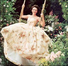 elizabeth hurley wedding dress | Elizabeth Hurley has finally set a date for her wedding to Arun Nayar.