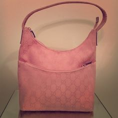 """GUC GUGGI PINK LOGO PRINT FRONT ZIP SHOULDER BAG- GUC Gucci logo print pink bag, needs to be cleaned a little as you see in pictures, has gentle wear, inside looks really good as pictured. Strap is really nice and the leather on it is lovely. Large front zip pocket top zip closure, inside zipper pocket, measures at 10""""long by 5""""wide by 8""""inches tall with a strap drop of 8"""". Tag number is 001–3386002113. Tan lining. estate fresh, possibility = though I DO have a pet free/smoke free home, I…"""
