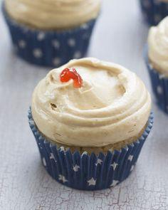 Objetivo: Cupcake Perfecto.: Hoy os quiero sobornar con unos cupcakes de mantequilla de cacahuete con mermelada...