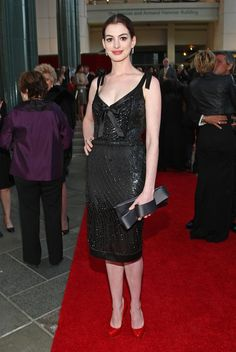 "Anne Hathaway Photos Photos - Actress Anne Hathaway arrives at the L.A. premiere of ""Valentino: The Last Emperor"" held at the L.A. County Museum of Art on April 1, 2009 in Los Angeles, California.  (Photo by Alberto E. Rodriguez/Getty Images) * Local Caption * Anne Hathaway - LA Premiere Of ""Valentino: The Last Emperor"""