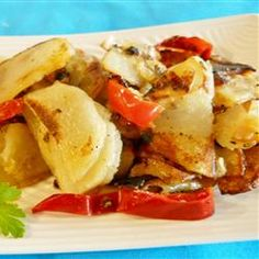 Potatoes sauteed with red bell pepper and onions. Potato Dishes, Vegetable Dishes, Potato Recipes, Vegetable Recipes, Food Dishes, Main Dishes, Side Dishes, Potato Ideas, Cooking Roast Beef