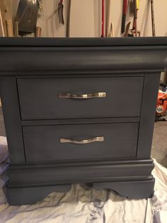 Annie Sloan Old Violet with black wax. Faux Painting, Painting Tips, Dressing Table Paint, Refurbished Coffee Tables, Painted Furniture, Diy Furniture, Chalk Paint Finishes, Painted Night Stands, Roomspiration