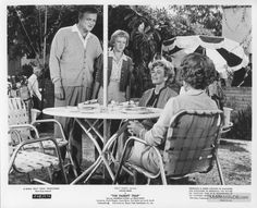 The Parent Trap - Publicity still of Hayley Mills, Joanna Barnes, Brian Keith & Linda Watkins. Joanna Barnes, Hailey Mills, Parent Trap Movie, Brian Keith, Holly Marie Combs, Maureen O'hara, Old Disney, Star Pictures, Disney Stars