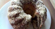 Diós-mézes kelt kuglóf recept képpel. Hozzávalók és az elkészítés részletes leírása. A Diós-mézes kelt kuglóf elkészítési ideje: 70 perc Small Spoon, Challah, Baking Sheet, Coffee Cake, Bagel, Pecan, Desserts, Dios, Tailgate Desserts