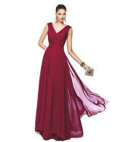 Vestido de festa grená ideal para casamentos Modelo Nerva - Pronovias 2015
