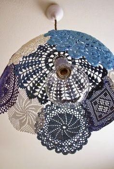 Are you a great lover of doilies? If yes, check out the Impressive DIY Doilies Crafts That You Have To See. Lampe Crochet, Crochet Lampshade, Diy Lampshade, Diy Pendant Light, Pendant Lamp, Pendant Lights, Diy Light, Globe Pendant, Doily Lamp