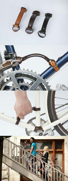 """这款皮带名为""""小小起重机"""",是一个专为自行车一族设计的把手,皮带两头各有一个卡子,可以卡在下梁和座梁上,降低了自行车的重心,这样你可以一手扶着车把,一手拎着这个皮带,不用低头哈腰,也不用肩扛背背,就可以轻松上楼梯、过铁路、和小溪。就像拎着一个手提箱一样。  这款自行车皮带是一个kickstarter项目,目前已经筹够资金,正在生产过程中。"""