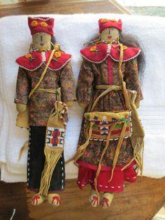 Exquisite Vintage Pair Beaded Native American Iroquois Dolls