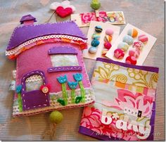felt house make into a quiet book Sewing Projects For Kids, Sewing Crafts, Projects To Try, Diy Arts And Crafts, Crafts For Kids, Diy Crafts, Felt Diy, Felt Crafts, Felt House