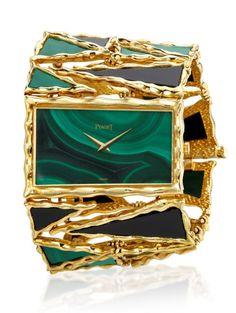 Piaget vintage yellow gold cuff watch set with malachite dial and malachite and onyx bracelet, at Luxurya Abu Shakra High Jewelry, Luxury Jewelry, Mode Glamour, Hand Watch, Schmuck Design, Patek Philippe, Beautiful Watches, Gold Set, Luxury Watches