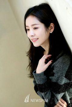 Korean Actresses, Korean Actors, Celebrity Piercings, Hyde Jekyll Me, Han Ji Min, Kdrama Actors, Korean Celebrities, Korean Beauty, Ear Piercings