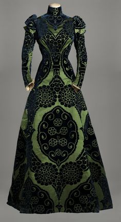 Worth, Tea gown, 1895  © Photograph rights reserved / Mairie de Paris. Reminds me of the wizard of oz