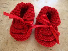 Sapatinho para bebê <br>material:lã <br>medida: 10,5 cm <br>essa medida é o tamanho natural, as peças em tricô tem boa flexibilidade aumentando até 3 cm, sem alterar a qualidade do produto.