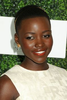 Her makeup looks so good here. Very classic and complementary instead of trendy. Very nice. Lupita Nyong'o
