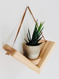 Small Wood Projects, Diy Projects, Home Crafts, Diy Home Decor, Diy Plant Stand, Plant Shelves, Wooden Decor, Recycled Wood, Salvaged Wood