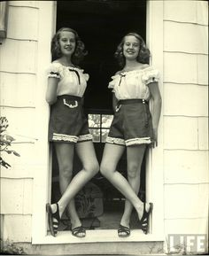 Vintage Fashion Vintage Photographs Capture Everyday Life of Twins Betty and Barbara Bounds in Tulsa, Oklahoma, 1947 1940s Fashion, Vintage Fashion, Women's Fashion, Fashion Women, High Fashion, Rockabilly, Vintage Outfits, Vintage Twins, Thing 1