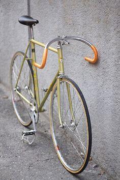 fixed gear bike Bmx, Bici Fixed, Vespa, Cycling Bikes, Road Cycling, Fixed Gear Bicycle, Push Bikes, Speed Bike, Bike Style