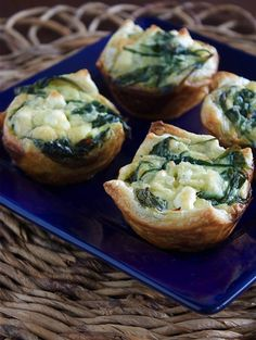 basically a mini spinach feta mini quiche. Unless you know another way to make quiche! Yummy Appetizers, Appetizers For Party, Appetizer Recipes, Spinach Feta Quiche, Spinach Tart, Frozen Spinach, Fingers Food, Little Lunch, Tasty