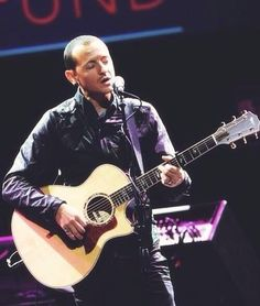 Beautiful Legend Chester Bennington ❤🤘 Your voice will always be home💙🎤🤘 Chester Bennington, Charles Bennington, Beautiful Songs, Beautiful Men, Linking Park, Brad Delson, Linkin Park Chester, Thing 1, Mike Shinoda