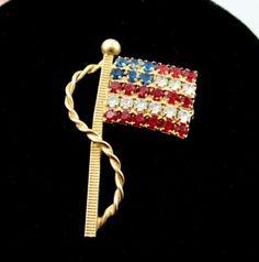 AMERICAN-FLAG-RHINESTONE-Brooch-Vintage-Pin-Red-White-Blue-Goldtone-1-3-8-USA