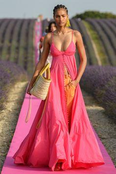 Jacquemus Spring 2020 Ready-to-Wear Fashion Show - Vogue Fashion 2020, Runway Fashion, Fashion Models, High Fashion, Fashion Trends, Spring Fashion, Celebrities Fashion, Fashion Designers, Fashion Fashion