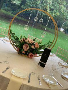 Floral Centerpieces, Wedding Centerpieces, Floral Arrangements, Wedding Stage, Dream Wedding, Diy Birthday Decorations, Deco Floral, Rustic Wedding, Wedding Flowers