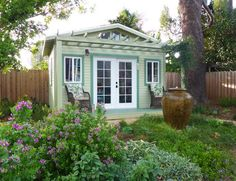 21 Welcoming Guest House and Cottage Ideas A guest cottage is the perfect solution for hosting frien Guest House Shed, Backyard Guest Houses, Backyard Cottage, Backyard Sheds, Outdoor Sheds, Outdoor Rooms, Backyard Landscaping, Small Guest Houses, Guest House Cottage