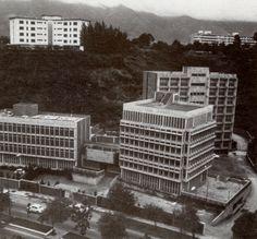 •     Se termina de construir la segunda etapa del Centro Universitario Monteavila, ubicado sobre el Boulevard Raúl Leoni (El Cafetal), diseñado en el año 1970 por el arquitecto Roberto Genty. El Conjunto esta integrado por tres edificio dedicados a un Nucleo Cultural, Servicios Generales y Residencia para 90 personas.