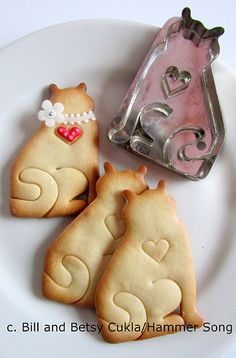 A NOTE TO SAY THAT HAMMER SONG IS TAKING THE SUMMER MONTHS TO DESIGN NEW COOKIE CUTTERS FOR THE UPCOMING HOLIDAY SEASON. IN THE INTERIM, COOKIE CUTTERS MAY BE PURCHASED FROM LA CUISINE, THE COOK'S RESOURCE OR FANCY FLOURS. BACK IN THE FALL ON EBAY ALSO!