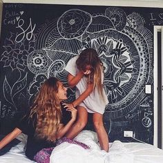 Cool chalkboard wall in bedroom. You could doodle on it, write yourself notes, have friends write on it. Bff Goals, Best Friend Goals, My Best Friend, Best Friend Pictures, Friend Photos, Besties, Bestfriends, Voyager C'est Vivre, Chalk Wall