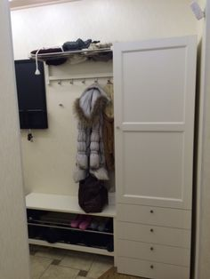 Mud room idea love the built in cabinets and the old - Mueble casillero ikea ...