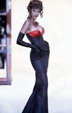 Va-va-va-voom! Tyra Banks for Mila Schon F/W 1992