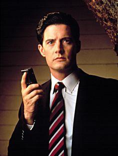 "Kyle MacLachlan in ""Twin Peaks (TV Series)"" (1990). DIRECTOR: David Lynch (Creator), Mark Frost (Creator)."