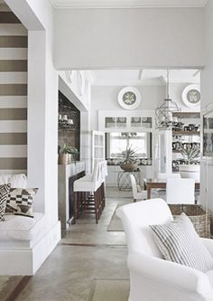 Neutral and white broad horizontal stripes….classic beach house style