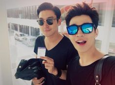 Henry's Twitter with Siwon 140522