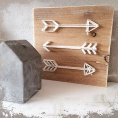 Flechas con clavos e hilo Crafts To Make, Home Crafts, Arts And Crafts, Craft Gifts, Diy Gifts, Diy Art Projects, Pin Art, Camping Crafts, Crafty Craft