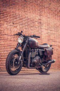 The British manufacturer, Triumph Motorcycle, introduced the latest addition to their scrambler motorbike lineup. Triumph presents the Scrambler 1200 with this Triumph Cafe Racer, Triumph Scrambler, Triumph Bonneville T100, Cafe Racer Bikes, Scrambler Motorcycle, Triumph Motorcycles, Vintage Motorcycles, Custom Motorcycles, Custom Bikes