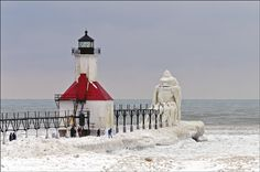 Frozen Lighthouses: Photographer Tom Gill Highlights Lake Michigan's Lighthouses In Winter (PHOTOS)