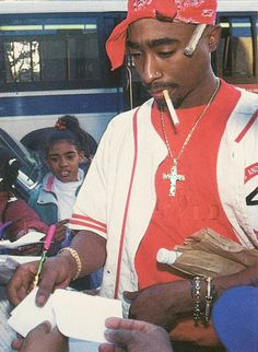 2pac showing LOVE...