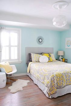 DOUBLE SPARE ROOM. White with Mint Walls. Pop of accent colour maybe replace yellow with blue/lavender?
