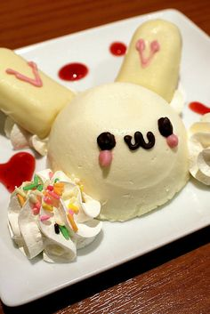Maid cafes in Japan serve up some of the cutest food you'll ever see! Japanese Sweets, Japanese Food, Japanese Candy, Cute Desserts, Dessert Recipes, Cafe Japan, Kawaii Dessert, Sorbets, Cafe Food