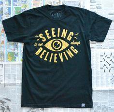[TOTD] Seeing by Random Objects La marque Random Objects nous donne un avant-goût de sa collection automnale avec « Seeing », un T-shirt qui nous alerte sur l'importance de la vérification des informations, dans un monde complètement manipulé par l'image. Détails et infos dans la suite de notre billet… http://www.grafitee.fr/tee-shirt/seeing-random-objects/ #RandomObjects #Tshirt #USA #fashion #trends